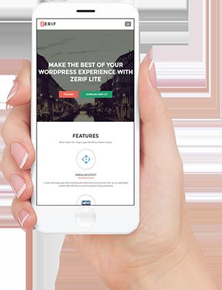 Smartphone mit Internetseite in einer Hand